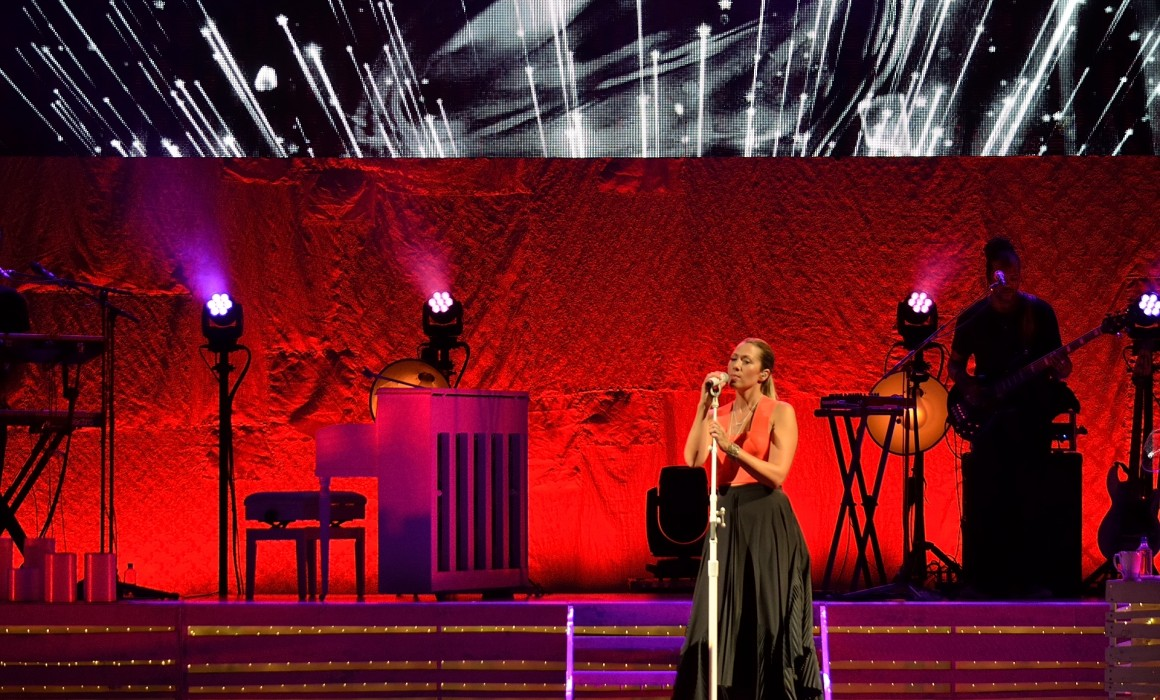 Colbie Caillat, Girls Night Out, Boys Can Come Too Tour 2015 · Booth Amphitheatre, Cary, NC · Lighting Kenny Gribbon, Pulse Lighting · Photo ©Kelly Christman
